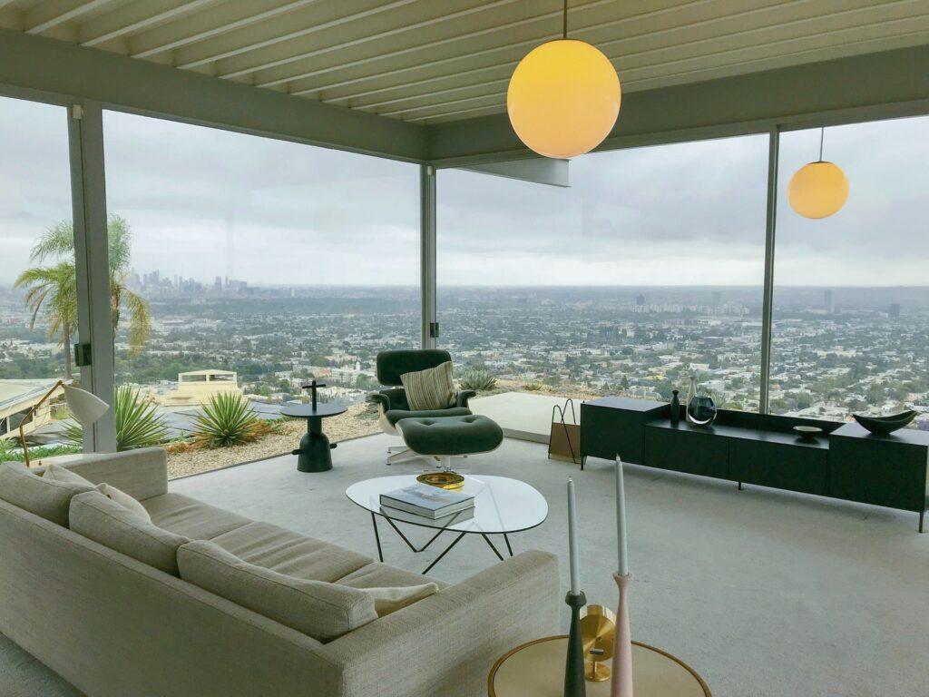 高層マンションの居間からの風景画像